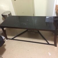Table pour la tele a vendre.   Table for the TV for sale