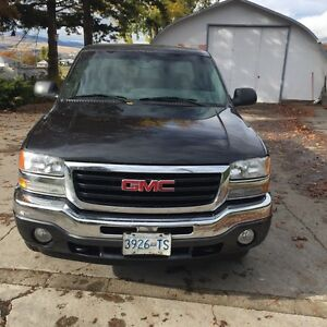 2005 gmc  ext cab must see low km