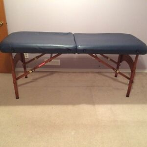 Massage table in like new condition 200$