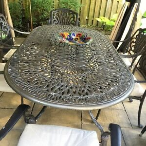 Gorgeous wrought iron table with 6 chairs and cushions