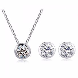 A Suit of Graceful Rhinestone Round Pendant Necklace and Earrings