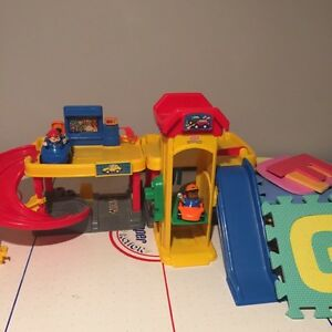 Garage - Little People - Fisher Price  Top condition
