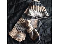 Gloves,hat,scare