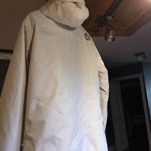 Women's all white snowboarding pants and jacket