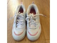 Heelys girls shoes size 6 white with pink detail