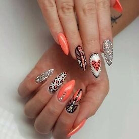 Looking for a talented nail technition who is qualified and has exprience.