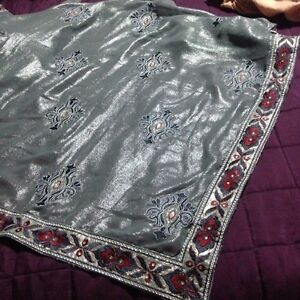 BRAND NEW MORE THAN 50% OFF BEAUTIFUL GREY SHIMMERY TONE SAREE