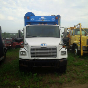 2001 Freightliner Recycling Truck - for parts only