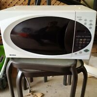 Almost like new Kenmore Microwave