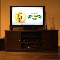 Tv stand / entertainment table