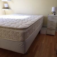 Mattress with boxspring and metal legs