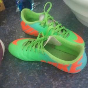 soulier soccer Nike grandeur 4 a crampon exterieur