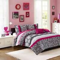 NEW / never used 4-piece fushia/zebra queen size comforter set