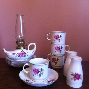 Set de vaisselle pour café + lampes à l'huile