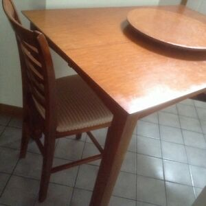 Modern dining table,  8 chairs,great for thanksgiving London Ontario image 4