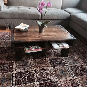 Fantastic coffee table with antique and remarkable design