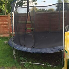 10ft trampoline with enclosure.