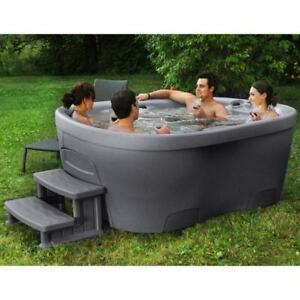 Hot Tub - 110v Plug & Play - MADE IN CANADA!