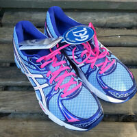 NEW Womens Size 7 - ASICS Running Shoes