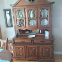 Buffet Vic Craft solid elm 40 yrs old 383 9344 $400 OBO