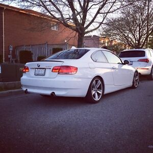 2009 BMW 335i Coupe ( White on red) MINT CONDITION Windsor Region Ontario image 2