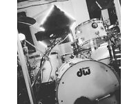 DW Collectors series Drum Kit in white glass