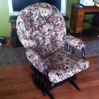 Chaise bercante dutailier for Chaise bercante kijiji