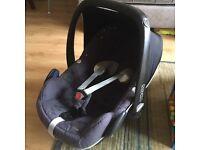 Maxi Cosi Pebble car seat AND family fix base