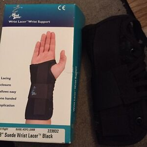 Small wrist support