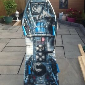 BODY GLOVE SNOW SLEDGE BOARD. (WINTER IS ON ITS WAY )