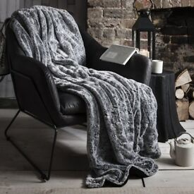 1 x Silver Grey Two Tone Faux Fur Throw 152x177cm by Gallery Direct