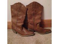 Ladies cowboy boots size 5!