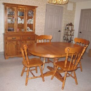 Maple Round Dining Table Buy And Sell Furniture In