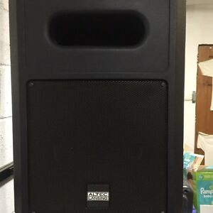 2x Jbl subs and 4 Altec Lansing ideal for small band, Bar or DJ