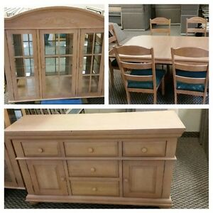 Solid Maple Hutch & Dining Room Table