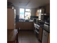 DOUBLE ROOM in Walthamstow, E17 8EP ..THIS WILL GO QUICK! AVAILABLE NOW ! £600pcm iDEAL FOR FEMALE