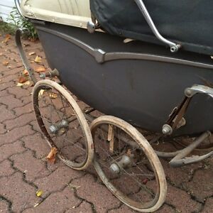 Antique baby carriage West Island Greater Montréal image 4