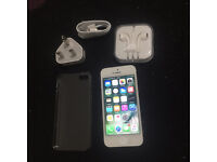 Apple iphone 5 white Unlocked 16 gb in very good condition