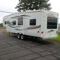 2011 Fith Wheel with Bunks