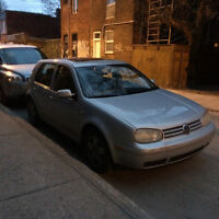 2000 Volkswagen Golf Berline.  2500$/ Tel Quel/ Fuite d'exhaust