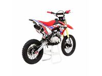 M2R Racing RF140 140cc Red Blue Dirt Bike EXCELLENT CONDITION BROUGHT 5MONTHS AGO STILL NEW