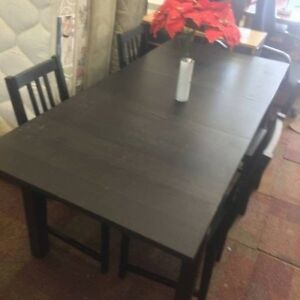 BARGAIN BUY!! LARGE MODERN TABLE WITH 4 CHAIRS!!!! Bentley Canning Area Preview