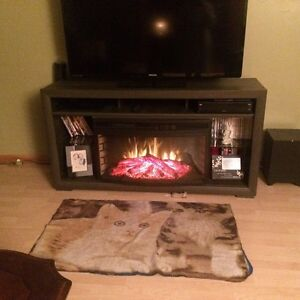 Tv stand/ fireplace Cornwall Ontario image 1