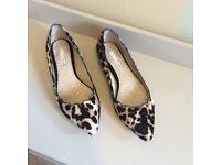 Boden size 5 animal print flat shoes / pumps