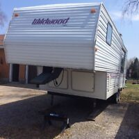 Wildwood 26' Fifth Wheel Camping Trailer