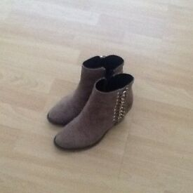 Brown river island boots