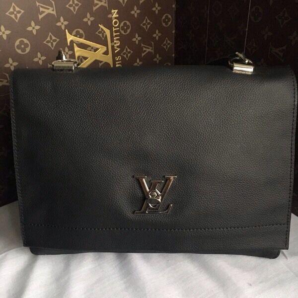 5d210eea7b1 Louis Vuitton lockme