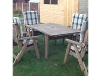 Lovely garden table and 4 chairs with seat cushions