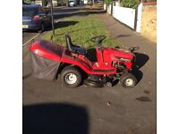 Murray 125/102 Ride on Tractor Mower with Briggs & Stratton 12.5HP Petrol Engine & Large Grass Box