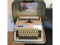 ALDER GABRIELE 25 TYPEWRITER WITH MANUAL AND SOLID CARRY CASE.